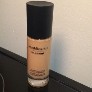 BareMinerals -Bare PRO liquid foundation